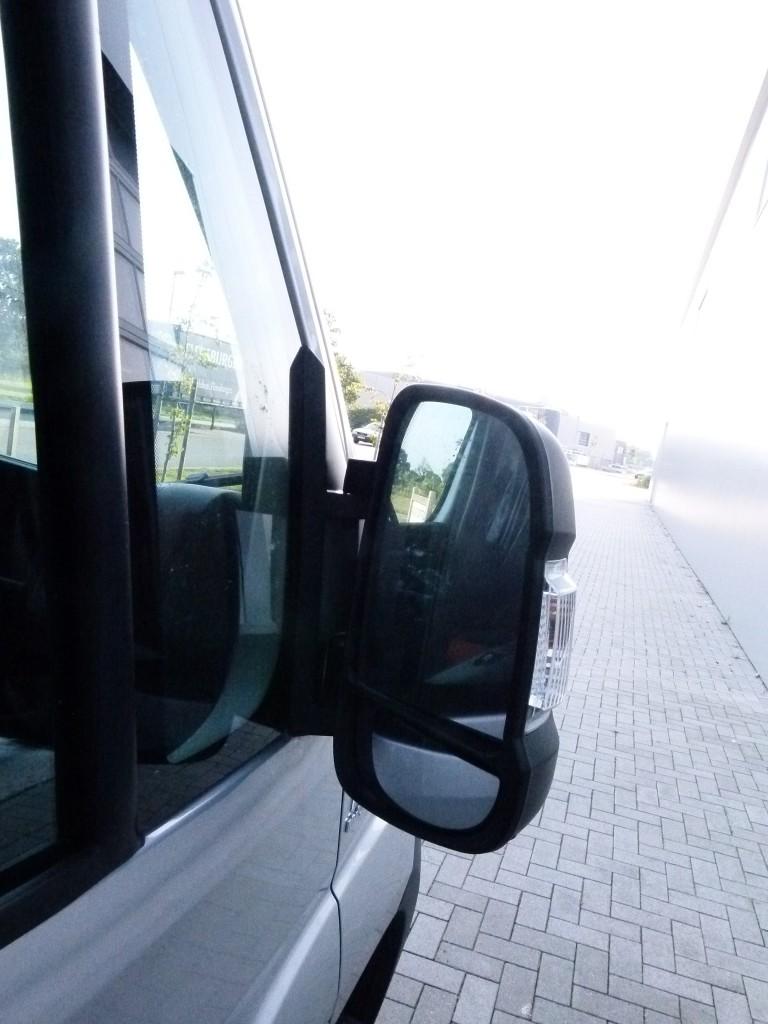 Blick von außen in den Beifahreraußenspiegel beim Ducato.