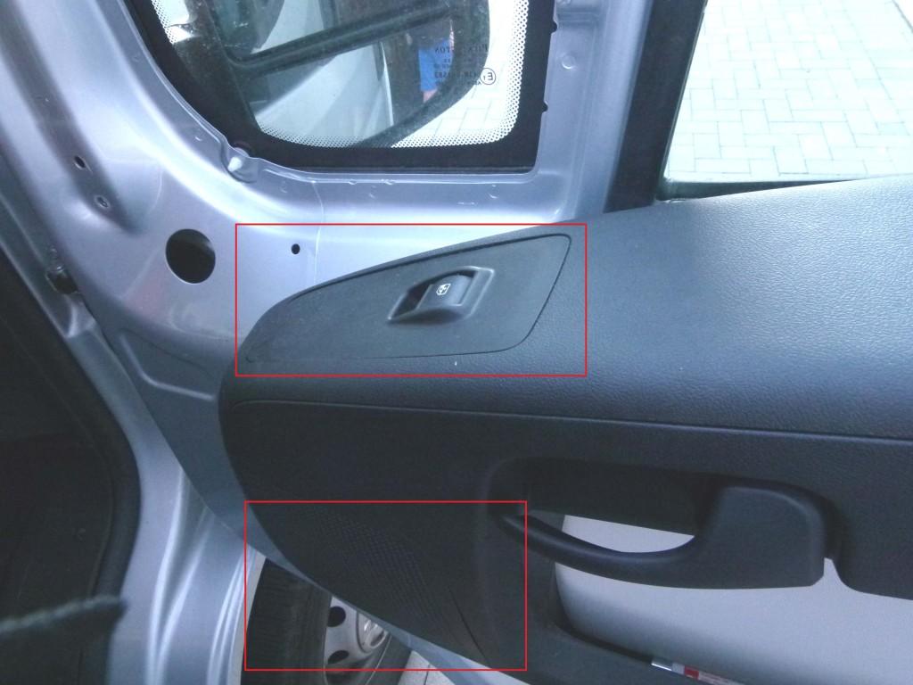 Fensterhebeblende und Lautsprecherabdeckung mit roten Rechtecken markiert.