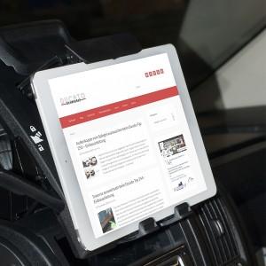 Das Tablet oder Ipad sicher in der Halterung vom Fiat Ducato 250
