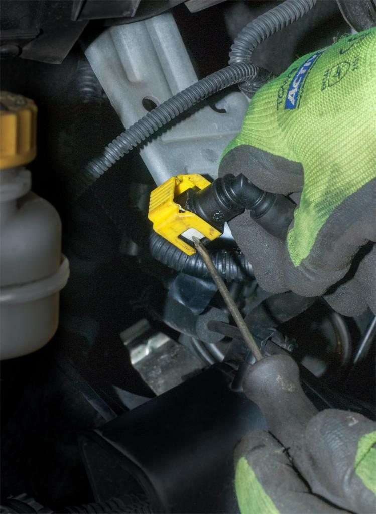 Vor- und Rücklaufleitung Kraftstofffilter