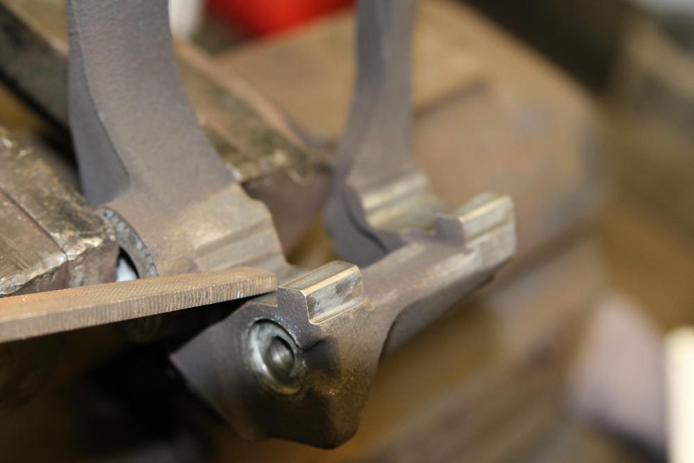 Reinigen der Auflageflaechen Bremssattelhalter