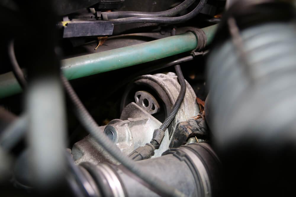 Schraube am Getriebehalter lösen - Ducatoschrauber