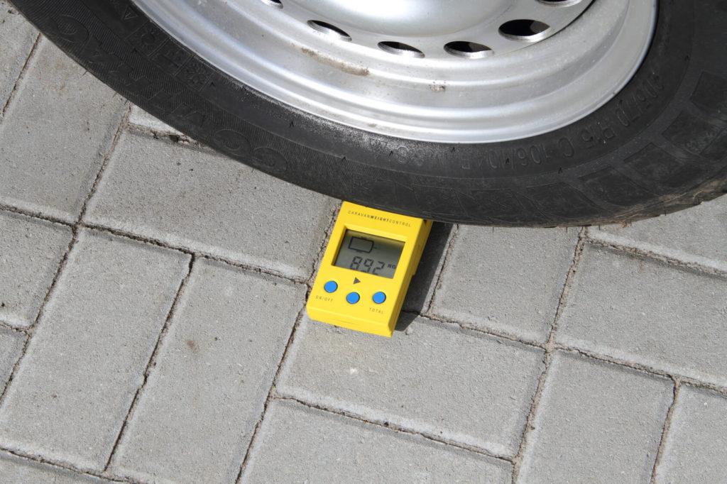 Wiegen des Fahrzeugs für Leergewicht - Überladen eines Wohnmobils - ducatoschrauber.de