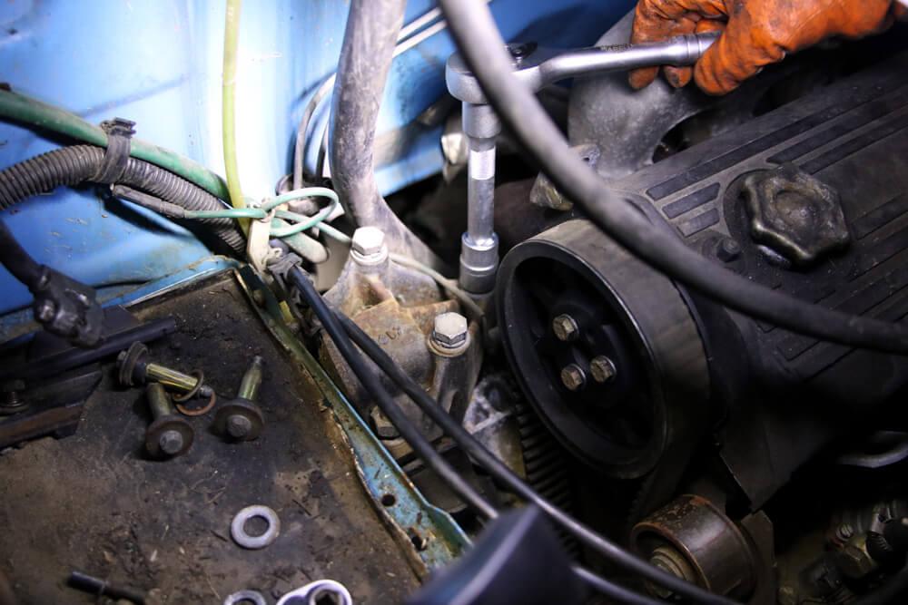 Motorhalter lösen - Zahnriemen wechseln Fiat Ducato Typ 290 - ducatoschrauber.de