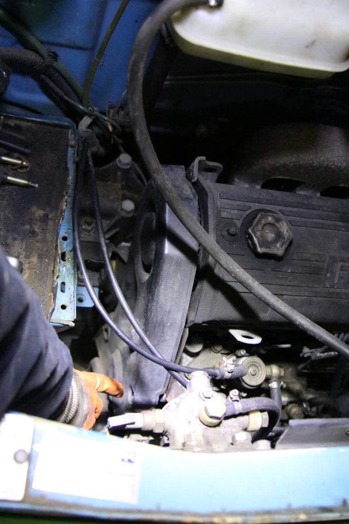 Zahnriemenabdeckung abnehmen - Zahnriemen wechseln Fiat Ducato Typ 290 - ducatoschrauber.de