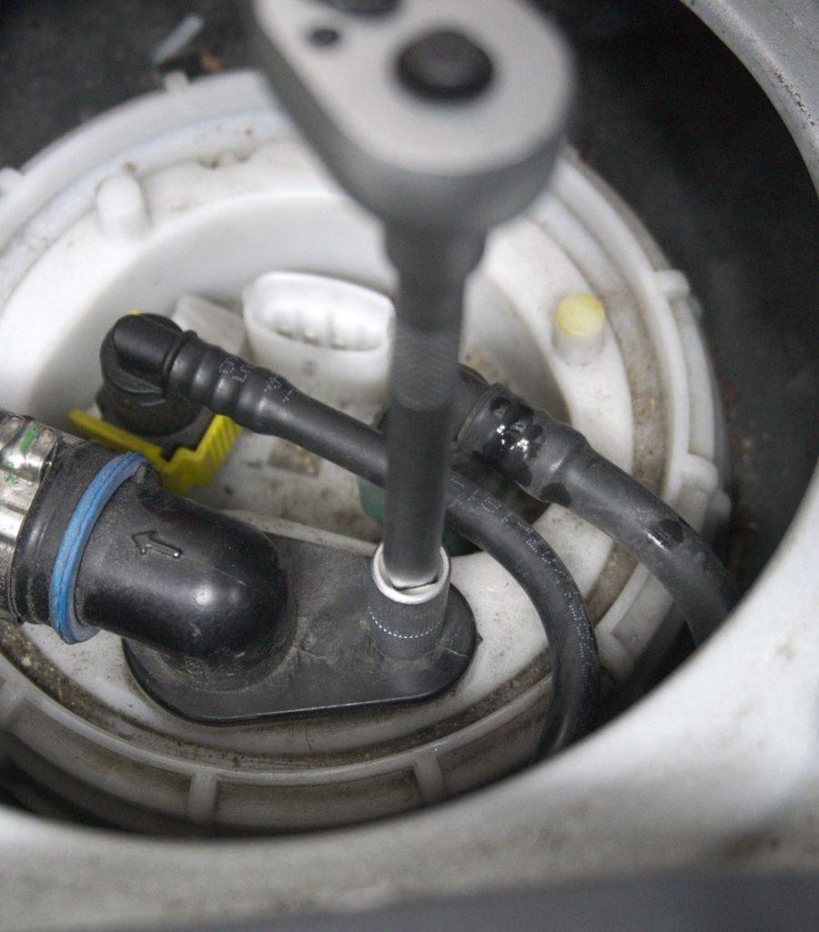 Entschlüftungsschlauch am Tankgeber Fiat Ducato Typ 250 - ducatoschrauber.de