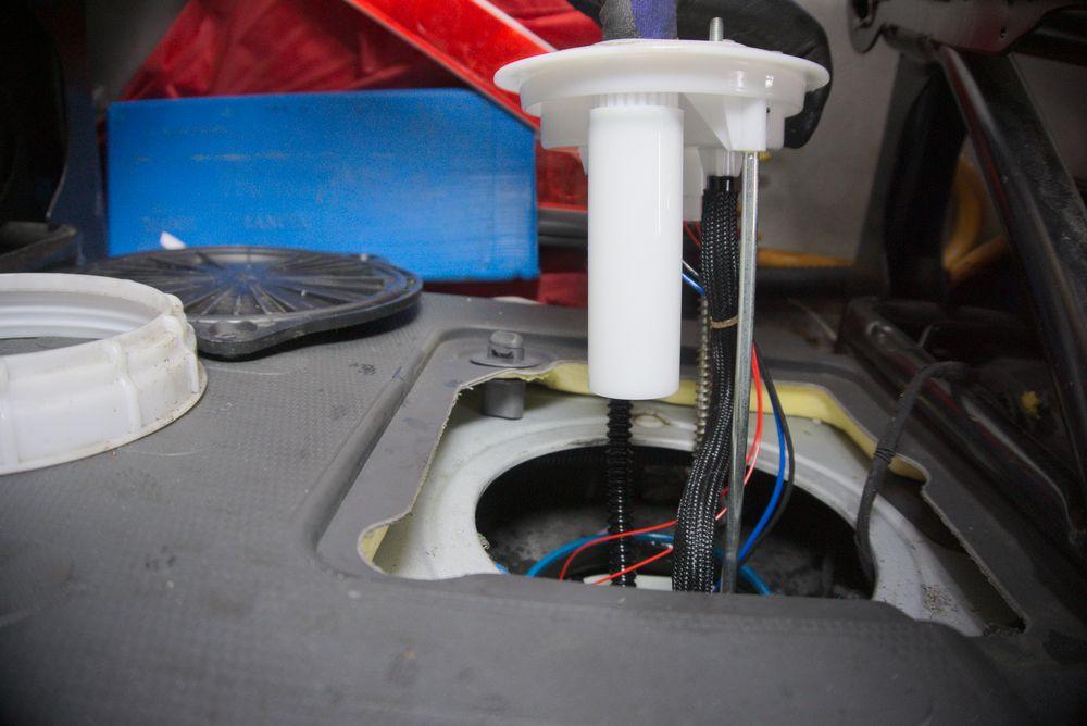Kunststoffrohr am Tankgeber Fiat Ducato Typ 250 - ducatoschrauber.de