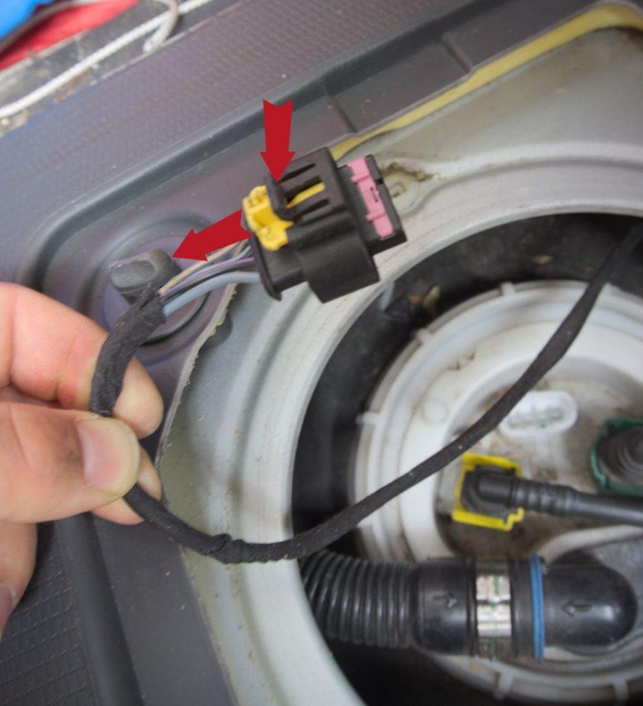 Elektronikanschluss am Tankgeber Fiat Ducato Typ 250 - ducatoschrauber.de