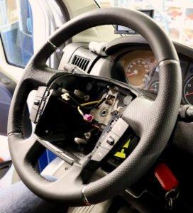 Das ausgetauschte Lederlenkrad im Fiat Ducato Typ 250