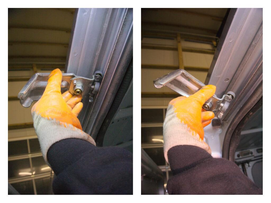Detailaufnahme der Hand eines Mechanikers, wie das gelöste Scharnier schräg aus der Laufschiene herausdreht.