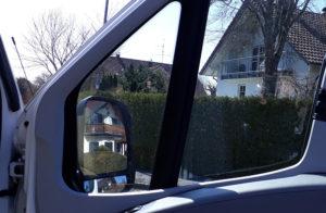 Das Wohnmobil hat eine Remis - Fensterverkleidung