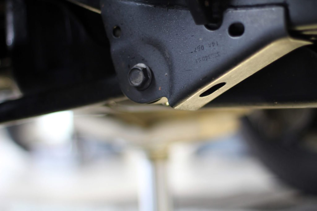 Makroaufnahme von der Unterseite eines Pkw-Schwellers.