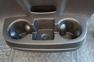 Draufsicht der eingebauten Becherhalterung im Fiat Ducato.