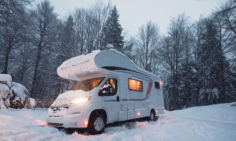 Unsere Campingplatz Empfehlung für das Wintercamping in den Alpen. Fiat Ducato Wohnmobil.
