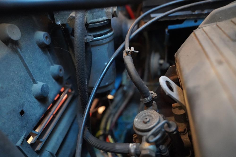 Kraftstofffilter beim Ducato 290 im Motorraum.
